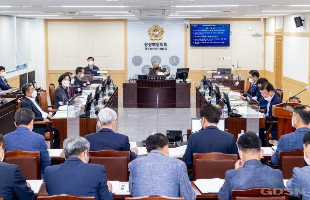 2021.04.26 제323회 임시회 행정보건복지위원회(보도자료).jpg